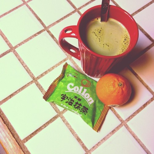 It's a green milk tea + matcha egg rolls + mandarin sort of night 🍵🍊 (at Fairy Lair✨)