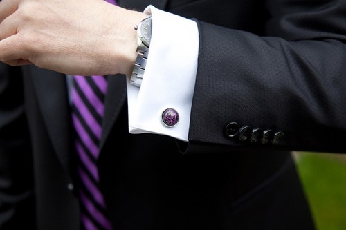hucklebury:  Stylish Cufflinks adds a vibrant look. Win 2 Italian-woven Hucklebury shirts. Be ready for increased attention.Go to  Facebook  NOW!  Follow Hucklebury for daily dose of fresh and inspirational styles that makes you smile everyday ! We make awesome  clothes from 100% Egyptian Cotton, which is woven in Italy !  Source: itsallinaphoto
