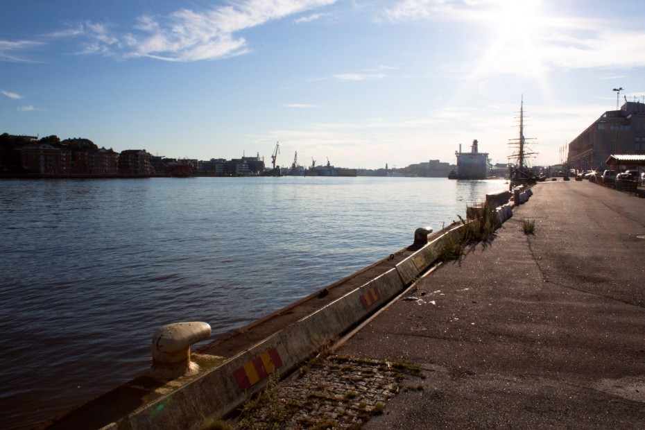 The sun is greeting us while we walk along the harbor in Gothenburg, Sweden, with Thomas Cruz Kollberg.
