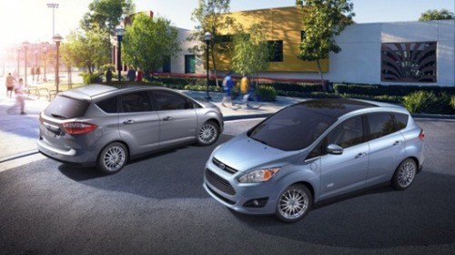Driving Ford's snazzy new C-Max HybridA bit of a chameleon, this new $25,995 car offers good looks, stellar utility and 47 mpg in the city or on the highway. If you try it, you'll like it.