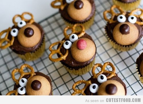 ivillagecanada:  Reindeer cupcakes? But of course! Your kids will love these, and who doesn't need a little more sugar this time of year?