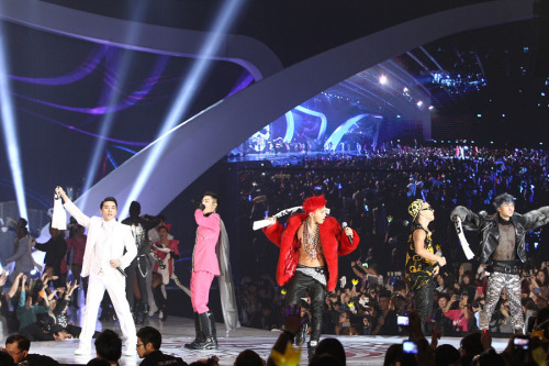 OT5 at MAMA (via Captain-G)