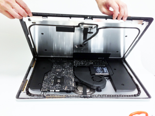 "laughingsquid:  Teardown of New 21"" iMac"