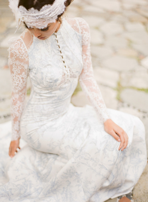 Claire Pettibone 'Toile Francais' wedding gown - Photography by This Modern Romance for Green Wedding Shoes