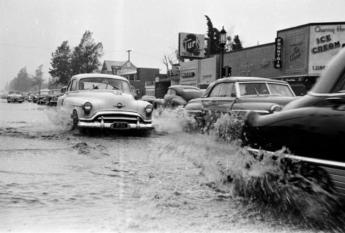 usclibraries:  A rainy day in Los Angeles, 1952.  A Los Angeles Examiner photographer captured this scene in Sherman Oaks, at the intersection of Ventura Blvd. and Woodman Ave. Part of the Los Angeles Examiner Collection in the USC Digital Library.