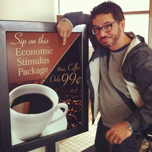 areasofmyexpertise:  @almadrigal spotting the bargains at MSP, en route to DesMoines (at Minneapolis-St. Paul International Airport (MSP))
