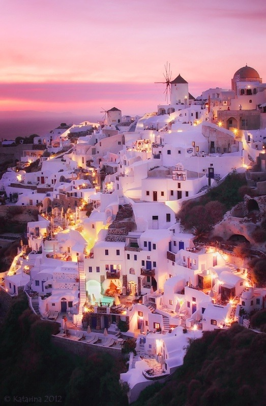 bl-ossomed:  Is this Greece?? It looks beautiful! OMG