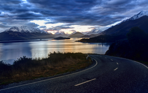 Road to Glenorchy (by Stuck in Customs)