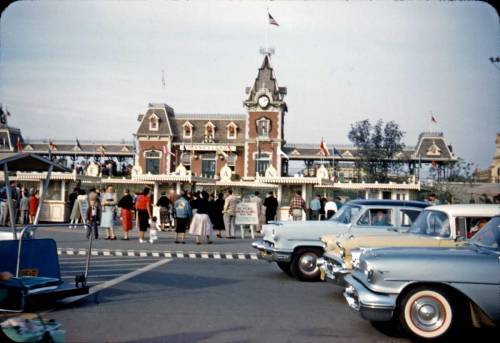 hollyhocksandtulips:  Disneyland entrance, 1950s