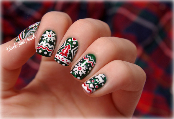blackstarpolish:  My first christmas nails with China Glaze - Emerald Sparkle :)