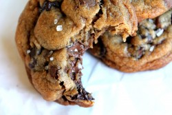 clubmonaco:   Nutella-Stuffed Sea Salt Chocolate Chip Cookies  We're drooling over this heavenly chocolate concoction.