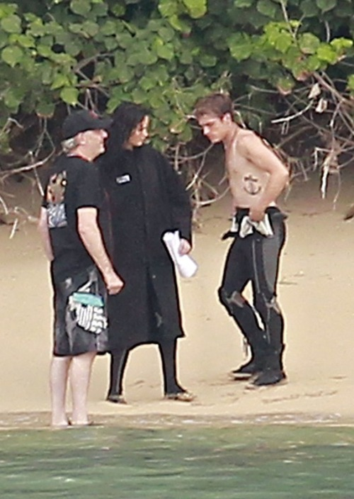 SHIRTLESS PEETA Who was betting that the moment the Catching Fire cast hit Hawaii, Sam Claflin would be the first one to strip down? Just another way that Josh Hutcherson surprises us.