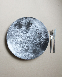 whorederves:  t0mat0m:  cl0udgenerat0r:  I WANT MOON PLATE SETS  i need this in my life ok