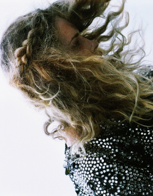 bosconos:  Erin Wasson for i-D october 2008 by Katy Grannan