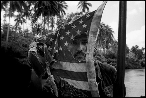 kartha:.  Dennis Hopper plays with an American flag, Apocalypse Now,Pagsanjan, Philippines, 1976