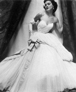 vintage-fashionista:  The Nifty Fifties on We Heart It.