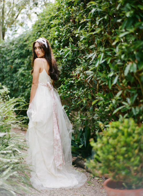 Claire Pettibone 'Amelie' wedding gown - Photography by This Modern Romance for Green Wedding Shoes