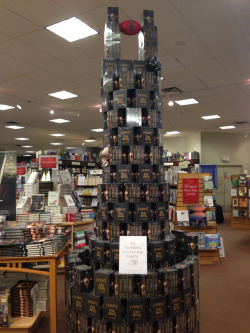 edwardspoonhands:  This is why we need bookstores…  Nerd power