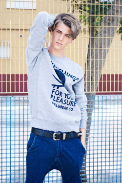 strangeforeignbeauty:  Blu Equis by Antonio Gomez [ fave models | 1000+ notes | facebook | twitter ]