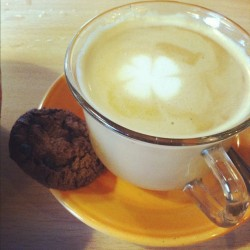 Clover Coffee #morning #coffee #photooftheday #webstagram #instag #iphonesia #cup #cookies (at Frank Wurst)