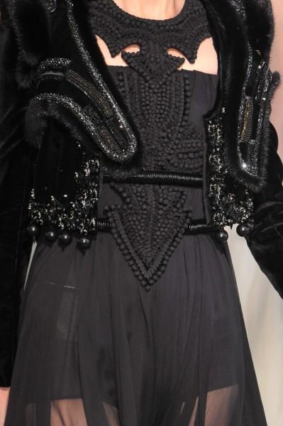 girlannachronism:  Givenchy fall 2009 couture details