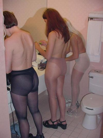 nylonswithsandals:  Two out of three girls on this picture are wearing nylons with open-toe shoes - if only this proportion also applied to all women!