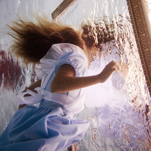 (via 'Alice In Wonderland' In The Underwater World - DesignTAXI.com)
