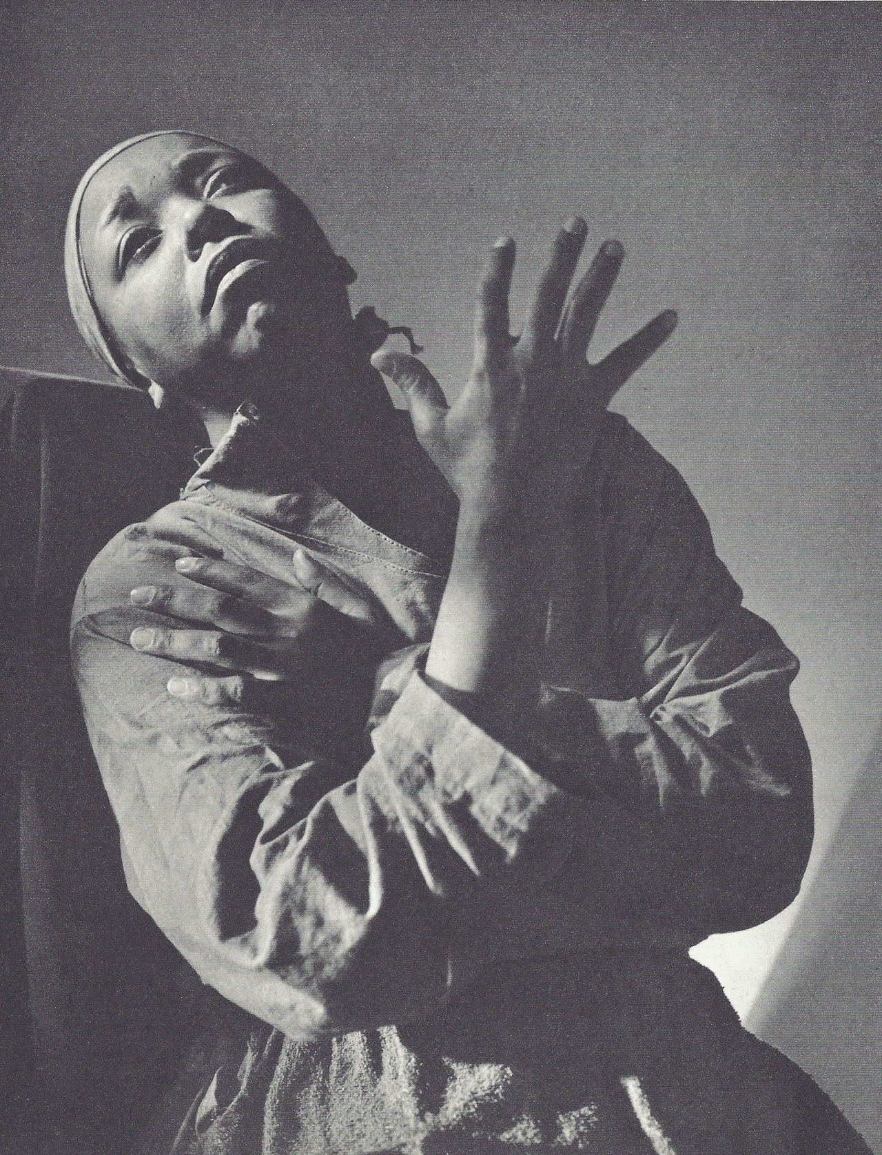 fantomas-en-cavale:  Ethel Waters dans Mamba's Daughters par Horst P. Horst, New York, 1939