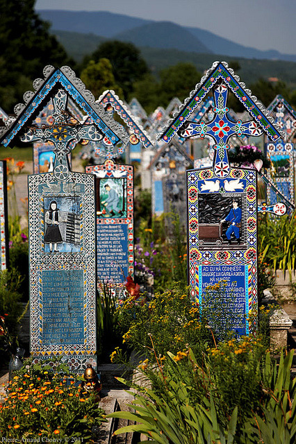 visitheworld:  The Merry Cemetery in Săpânţa, Maramureş county, Romania (by f/4).