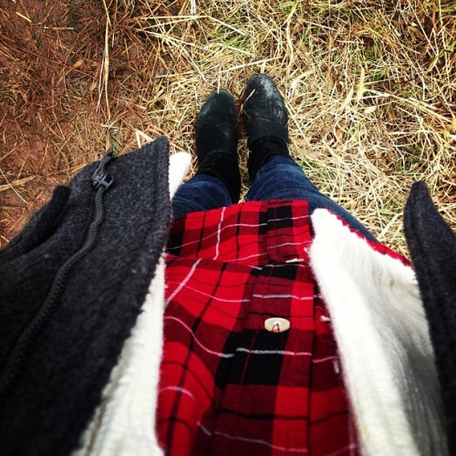 Searching for the perfect tree #ootd #christmas 🌲 (at Elizabeth Farms)