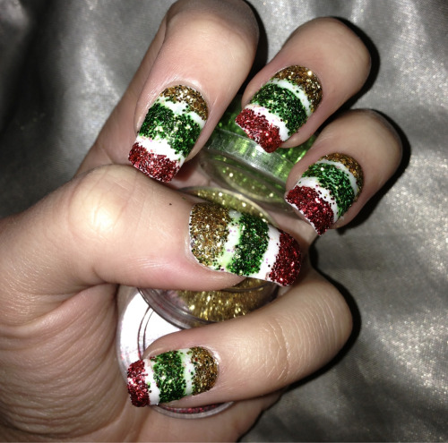 1st of December nails. Lots of glitter, and Christmassy colours to get us in the mood. My tree went up today! Let the count down to Christmas begin!!  Like my Facebook page:  www.facebook.com/ellysclaws