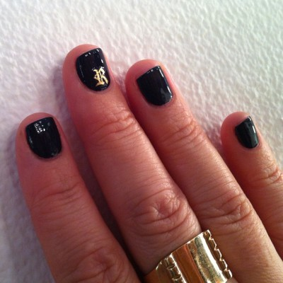 @MPnails gives @beautyisboring_ from @thevioletfiles a classic black manicure with a gold old english accent nail!