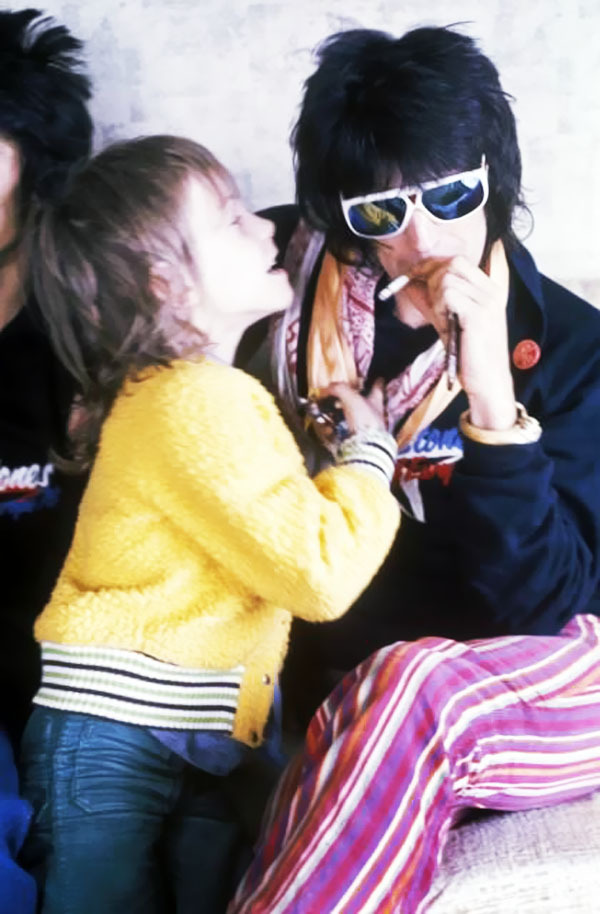 KEITH RICHARDS et son fils Marlon (Via foryoujustifymylove)