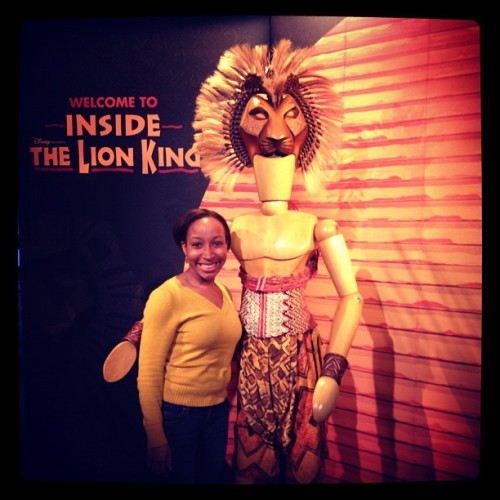 Taking a photo with Simba at @TheLionKing exhibit! #lionkingexhibit #disney #theatre #lionking