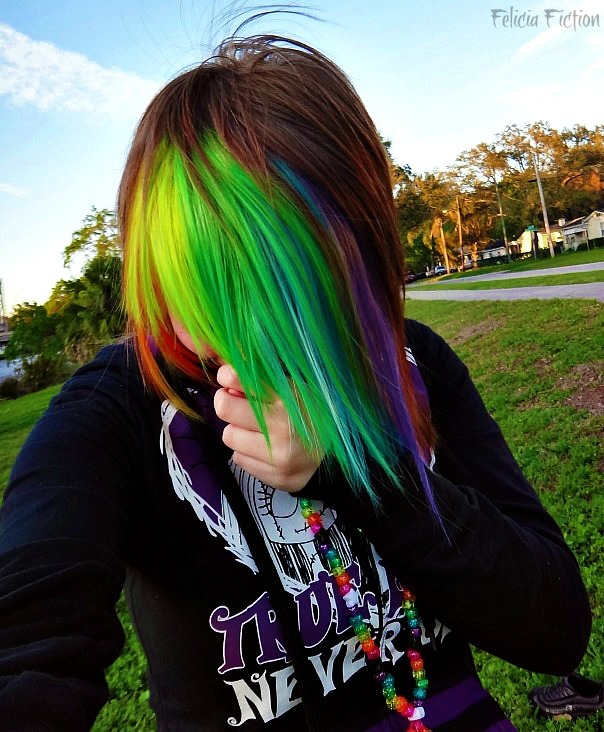 atomic0reo:   My favorite picture of me heh    This hair is amazing! I wish I could pull this look off :)