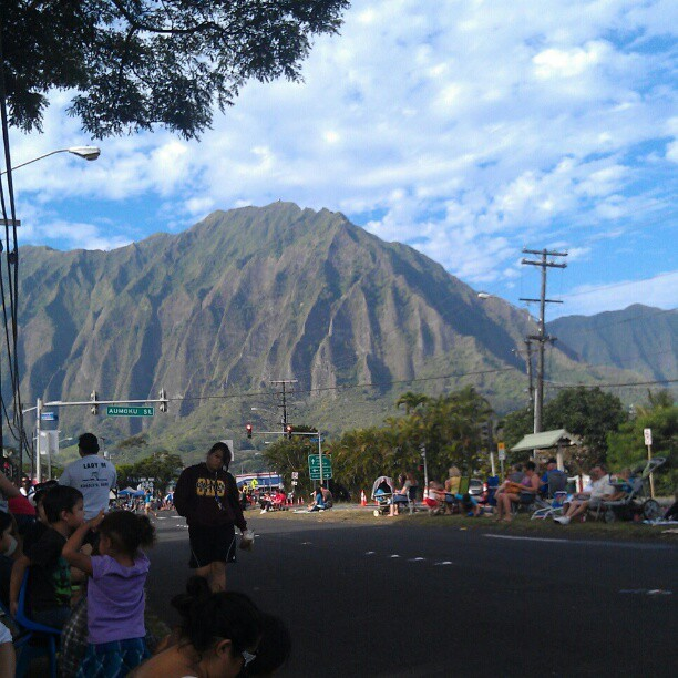 Christmas parade in kaneohe. Nice day (: @goobear3