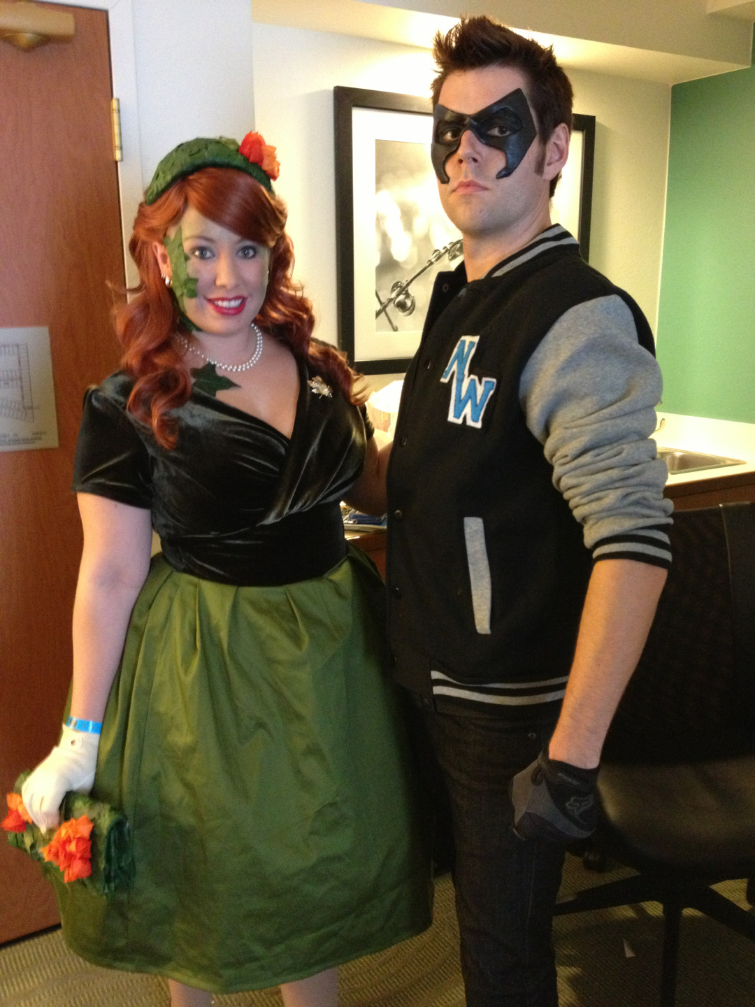 bewitchedraven:  1950's #Nightwing and #PoisonIvy #cosplay!!Www.facebook.com/BewitchedRavenCosplay  LOVE IT! :D