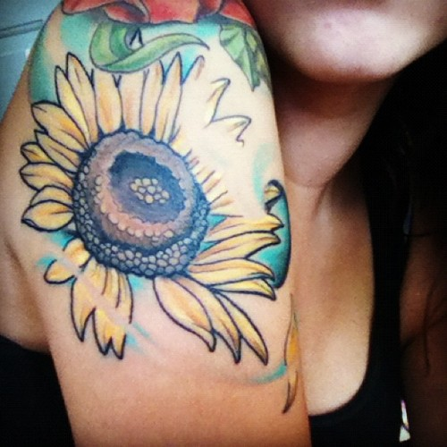 fuckyeahgirlswithtattoos:  Done by Danny Pennie - Radium Tattoo in Woodstock, Ontario  acafune.tumblr.com