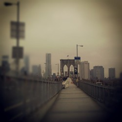 It's never too #Cold to #Walk the #BrooklynBridge #BundleUp #FromBrooklyntoManhattan #explore_community #explore_brooklyn #explore_nyc #Saturday #Cloudy #BrooklynHeights  (at Brooklyn Bridge)