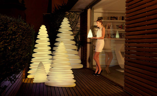 A very different take on a Christmas Tree. I think these outdoor lamps are pretty awesome. (h/t @urbangardens)