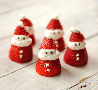 thecakebar:  Santa Strawberries tutorial