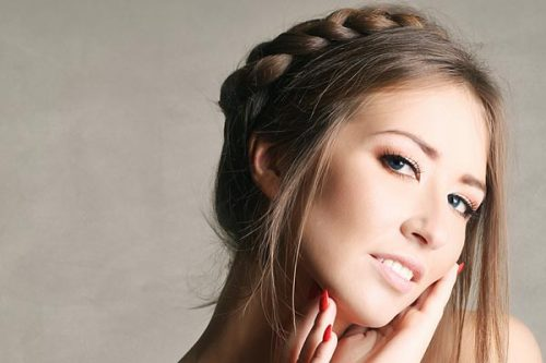 3 Easy Crown Braids Braids are bigger than ever! It seems no one can get enough of beautiful and versatile braided hairstyles. So, why not try the crown braid? This romantic and elegant style is an exciting take on the braided hair trend. Try out these 3 easy crown braids and find out how stunning yet simple to create they can be.