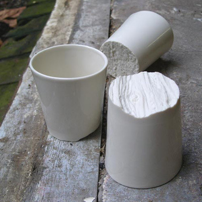 Tree-bark cups The cups have a natural bottom design, that invites you to touch and explore it. Although the bottom of the cup seems crumbled they stand perfectly stable. There are three different textures: Oak, Beeck and Pine. material: glazed porcelain  http://fennaoosterhoff.nl/pages/news.html