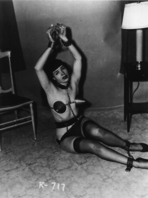 heart-shaped-apple:  tragic Bettie