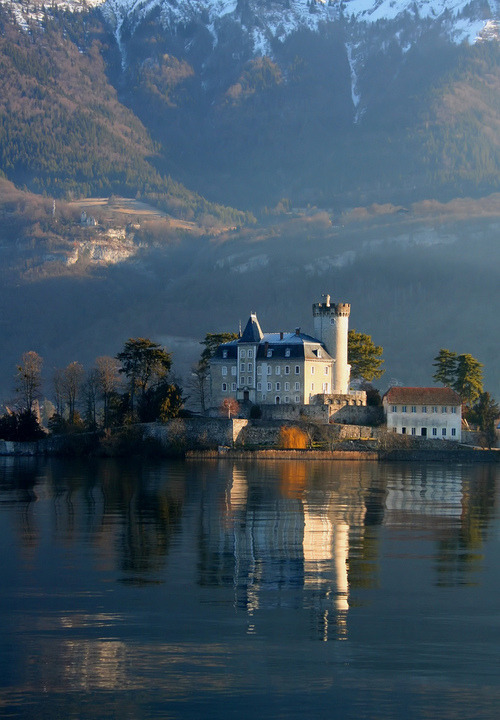 naturalattractions:  wanderlusteurope:  Chateau de Duingt, France  Natural attractions in France