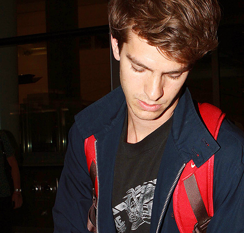andrew garfield doesn't know which pictures he has already captioned