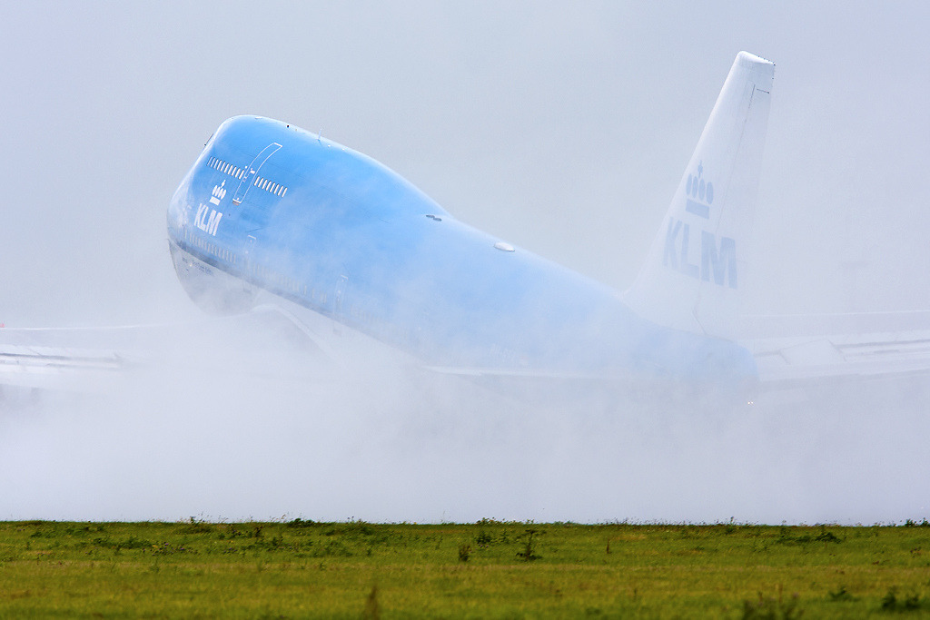 KLM 747-400 Taking off in the rain (by Tim de Groot - AirTeamImages)