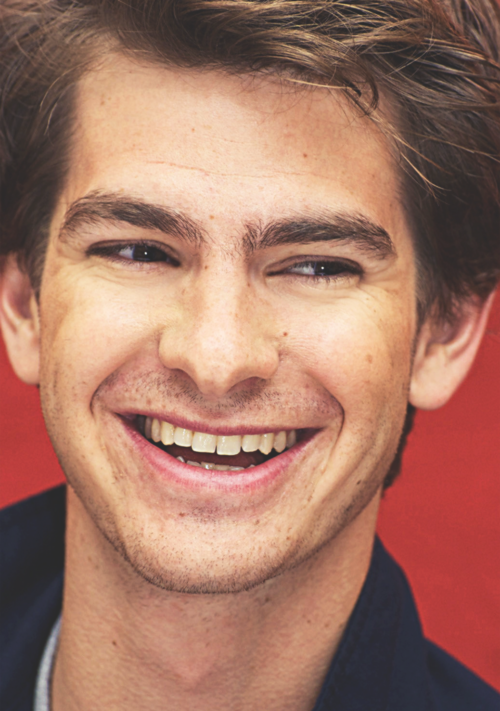 andrew garfield really likes it when people are close to his face