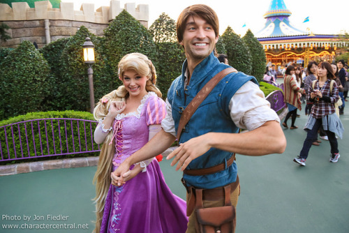 TDR Oct 2012 - Flynn and Rapunzel having fun by PeterPanFan on Flickr.