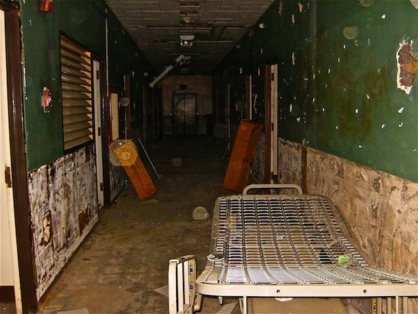 franksjunkdrawer:  Pictures from my latest visit to Linda Vista Hospital Linda Vista Hospital -  Boyle Heights, CA Monday 26th of November 2012